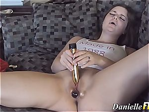 Danielle Delaunay toying her phat honeypot