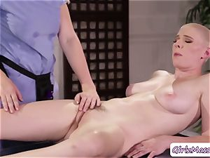 massagist Giselle Palmer loves tonguing Riley Nixons humid beaver in the table