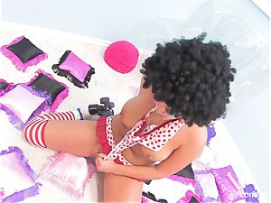 Rollergirl London inserts her humid slit with a toy