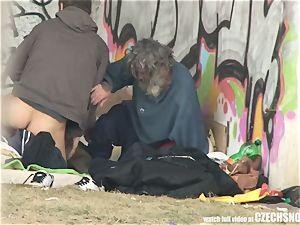Homeless 3some Having hump on Public