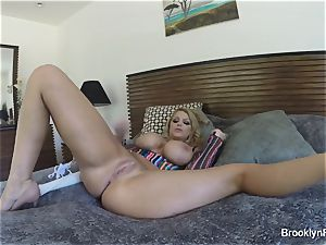 blonde babe Brooklyn records herself tugging