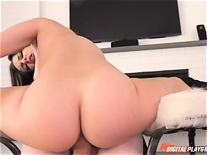 Flexi honey Cassidy Klein takes it deep in her minge fuck hole