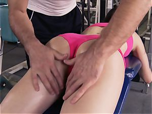 Gym honey Casey Calvert lovinТ her exercise