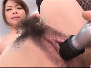 Maki Hojo leaves the chief to fuck her at work