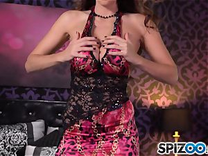 Spizoo-Watch Alison Tyler plowing a ginormous salami yam-sized udders