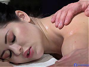 plump arse Cassie experiences the most romantic massage