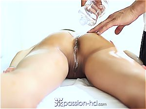 super-sexy Latina Chloe Amour shoots a load firm after rubdown