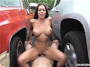 Rachel Starr pulverized inbetween two cars