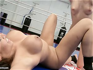 Blue Angel caress a warm whore raw poon with her tongue