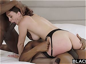 Rich babe wants her honest share of ebony meatpipe