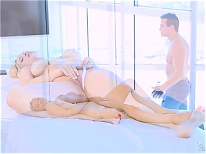 Roasting super-fucking-hot blondie Sarah Vandella luvs to melon poke