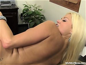 super-hot cougar manager Does What She Wants
