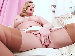 crazy blonde milf frigs succulent vag in nylons high-heeled shoes