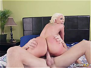 blonde bimbo gets motionless by the youthfull gardener
