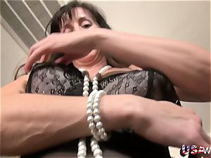 USAwives Fit Mature Rose Self playing
