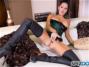 dark haired hottie Jessica Jaymes messes with her marvelous minge