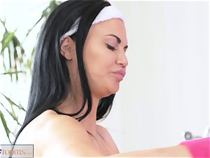 FitnessRooms assfuck internal ejaculation session for buxomy mummy